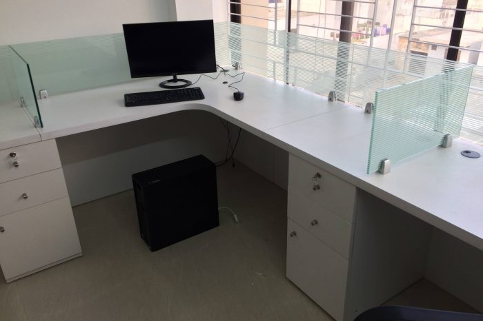 Glass Partition workstations (1)